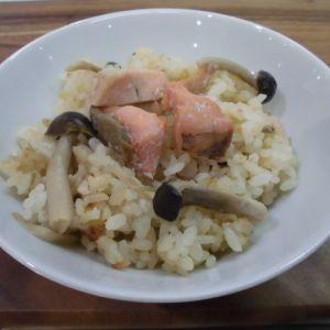 薄塩鮭ときのこの炊き込みご飯