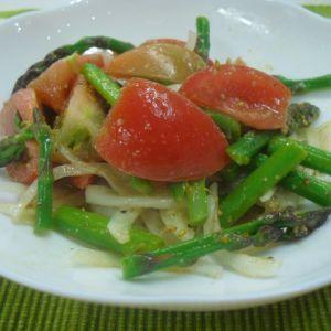 トマトとアスパラのごまサラダ