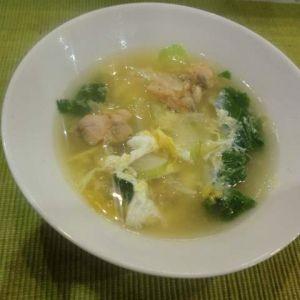サーモンオリーブのコンソメスープ
