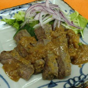 赤身ステーキの胡麻味噌漬け焼き