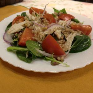 トマトと鶏肉・雑穀入りサラダ