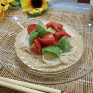 アボカドとトマトのクリーミー素麺