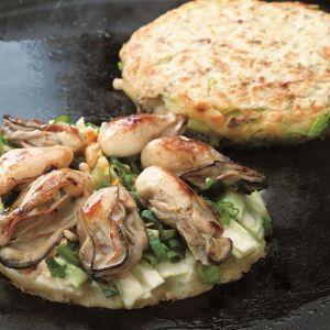 かきおこ(牡蠣のお好み焼き)