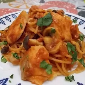 サーモンときのこの トマトスパゲティ