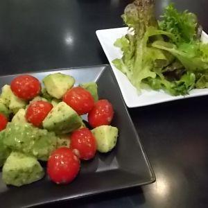パクチーサラダ& アボカドとトマトのサラダ