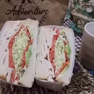 萌え断サンド サラダチキン・アボカド・トマト