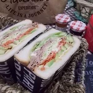 萌え断サンド ビーフ・アボカド・チーズ
