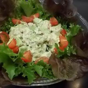 アボカドとホッキ貝の ファミリーサラダ