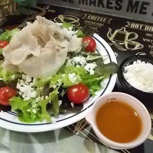 窪川麦豚の冷しゃぶ カッテージチーズサラダ