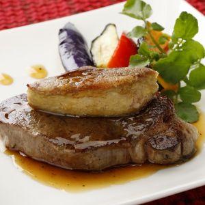 牛ヒレ肉とフォアグラのステーキ トリュフソースがけ