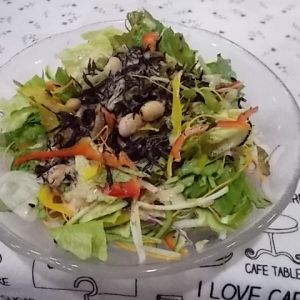 12品目の野菜サラダと ひじきのごまドレ和え
