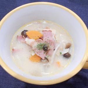 ベーコンと旬のきのこたっぷりのアーモンドミルクスープ