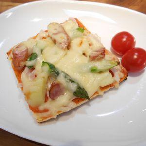 食パンで春野菜のピザ