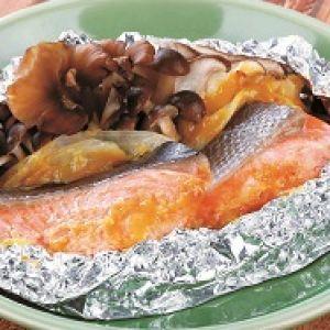おでんみそで簡単!  秋鮭ときのこのホイル焼き