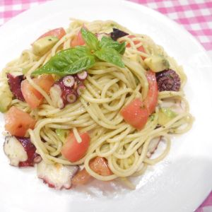 たことトマトの冷製バジルパスタ