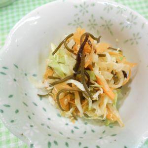 キャベツと塩昆布のサラダ