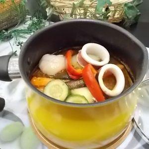 マルチポットで作る! いかとほたてのスープカレー鍋