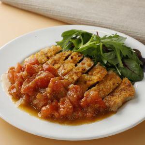 豚肉のチーズパン粉焼き トマトソース添え