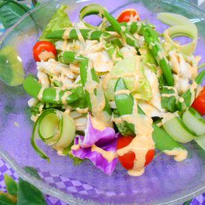 サラダチキンとスナップエンドウのキムマヨサラダ